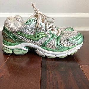 SAUCONY Pro Grid Triumph 4 Running Sneakers Shoes
